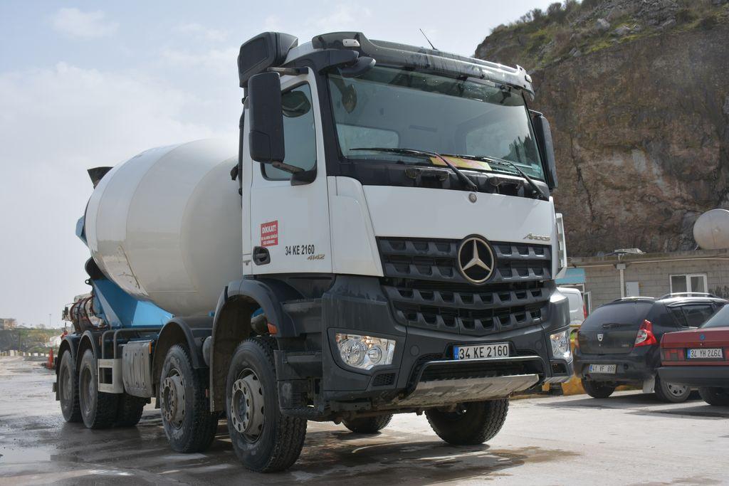 شاحنة خلط الخرسانة MERCEDES-BENZ AROCS 4142 3 UNIT EURO 6 ENGINE 42.000-46.000 KM